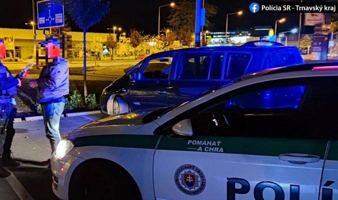 Polícia zastavila jedno auto hneď dvakrát, v oboch prípadoch sedel za volantom opitý vodič